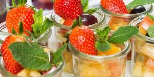 Obstsalat mit Früchten der Saison