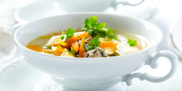 Kräftige Suppe vom Landhuhn