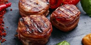 FILET Im BACON Sauce, Rotkohl, Kartoffelstampf