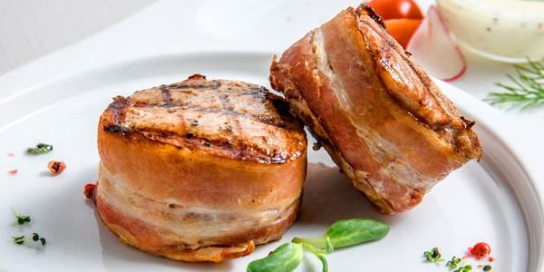 Filet vom Jungschwein im Bacon